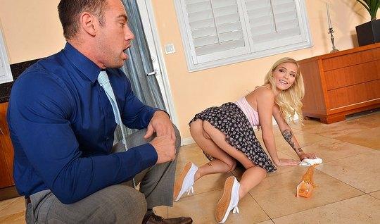 Женька Кастет разряжается в сексуальном плане с соседской блондинкой