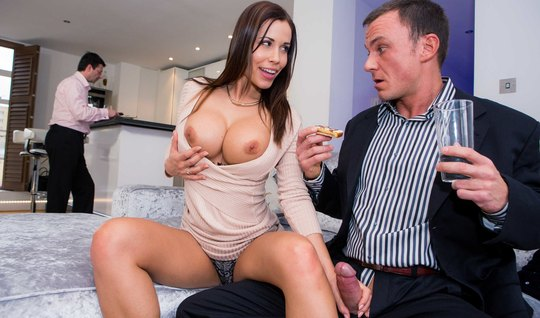 Жена изменяет мужу с шефом супруга