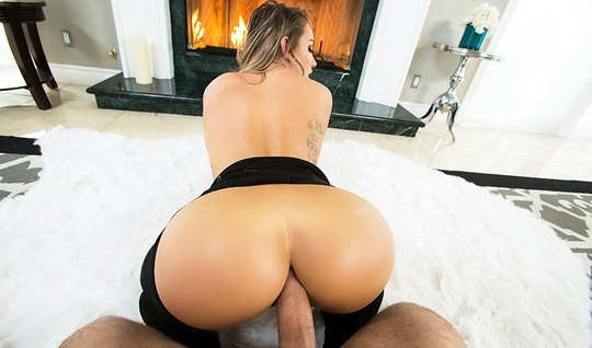 Красотка с большой задницей любит анальный секс