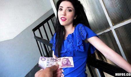 Начинающий пикапер соблазняет венгерку на секс за деньги