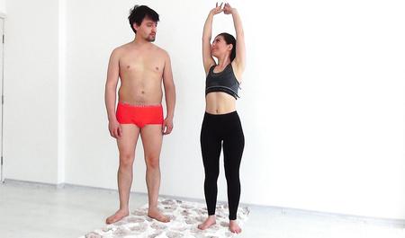 Молодая пара перепихивается во время физических упражнений