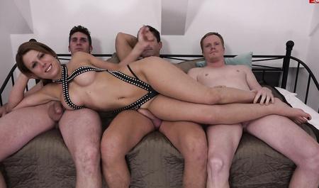 Парни принудительно трахнули наташу порно онлайн