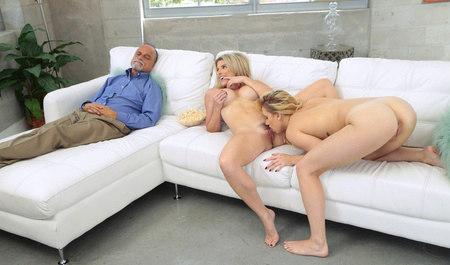 Соблазнила подругу на лесбийский секс рядом со спящим мужем