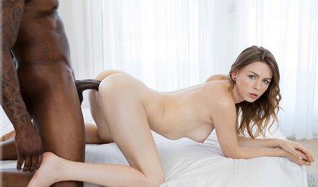 Межрасовый секс красивой молодухи с негром на курорте
