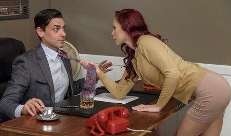 Милфа сношается с молодым шефом ради прибавки к зарплате